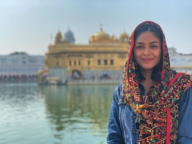 Mrunal Thakur Biography, Movies, Tv Shows, Age, Instagram, relationships
